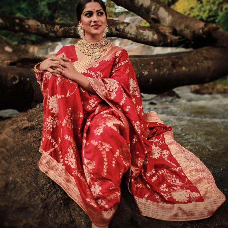 Swasika Vijay 27+ Beautiful Photos, Wiki, Age, Biography, and Movies 98