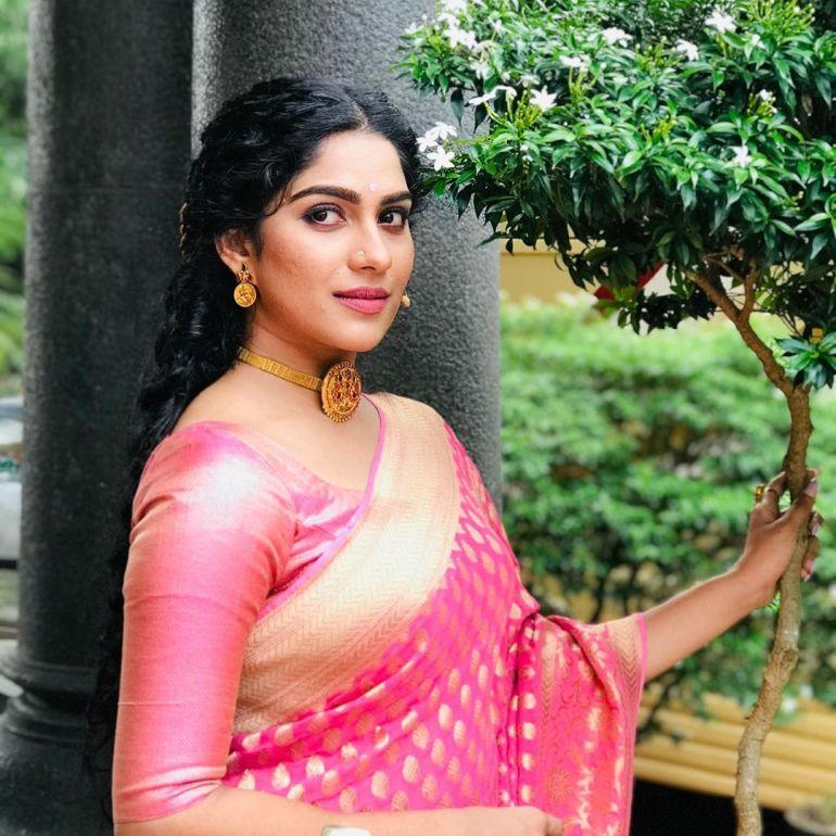 Swasika Vijay 27+ Beautiful Photos, Wiki, Age, Biography, and Movies 108