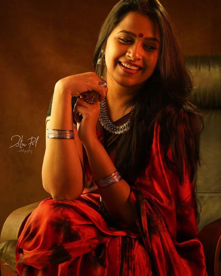 Sadhika Venugopal 39+ Beautiful Photos, Wiki, Age, Biography, and Movies 61