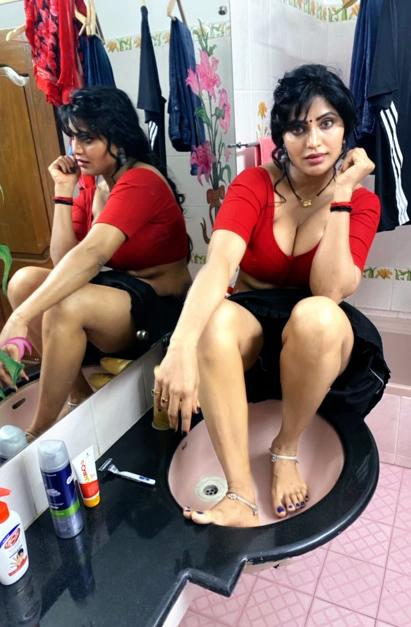 24+ Stunning Photos of Shree Rapaka (aka Sweety Naked Nanga Nagnam Movie Fame) 10