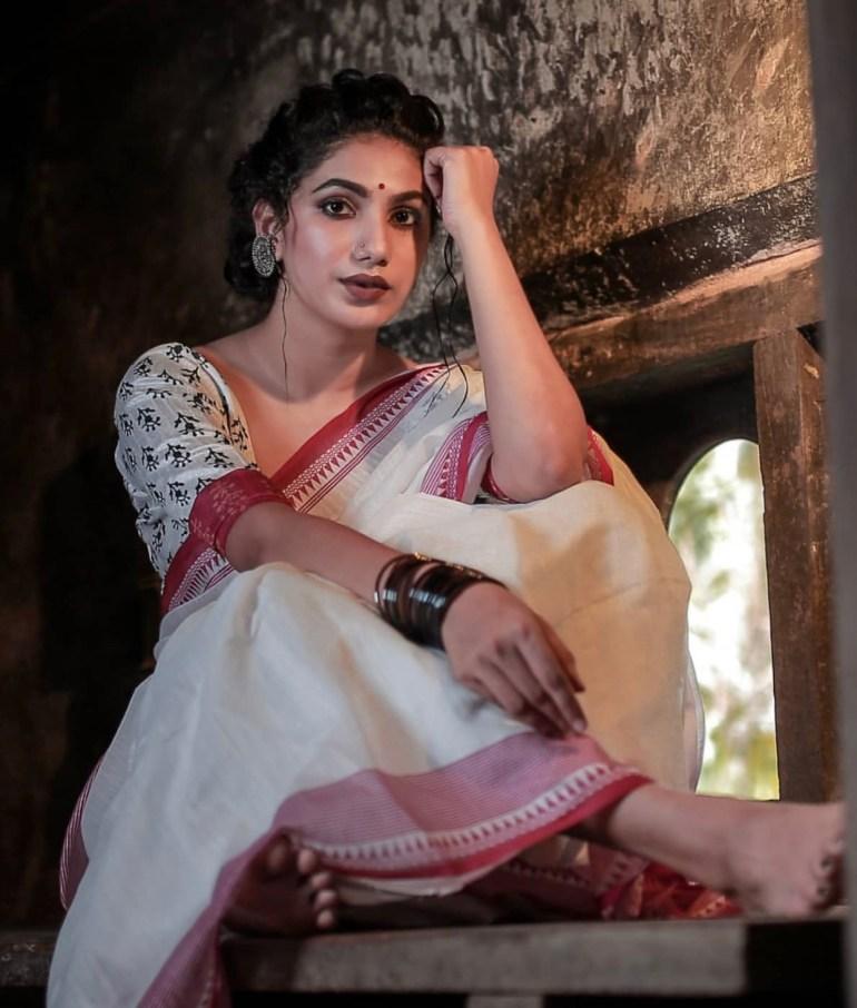 Deepa Thomas Gorgeous Photos, Biography, Wiki, Husband, Family, Instagram 122