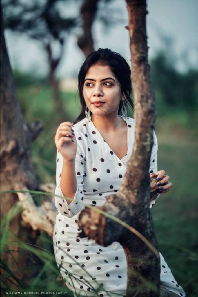 Vidhya Vijayakumar Stunning Photos, Biography, Wiki, Husband, Family, Instagram 17