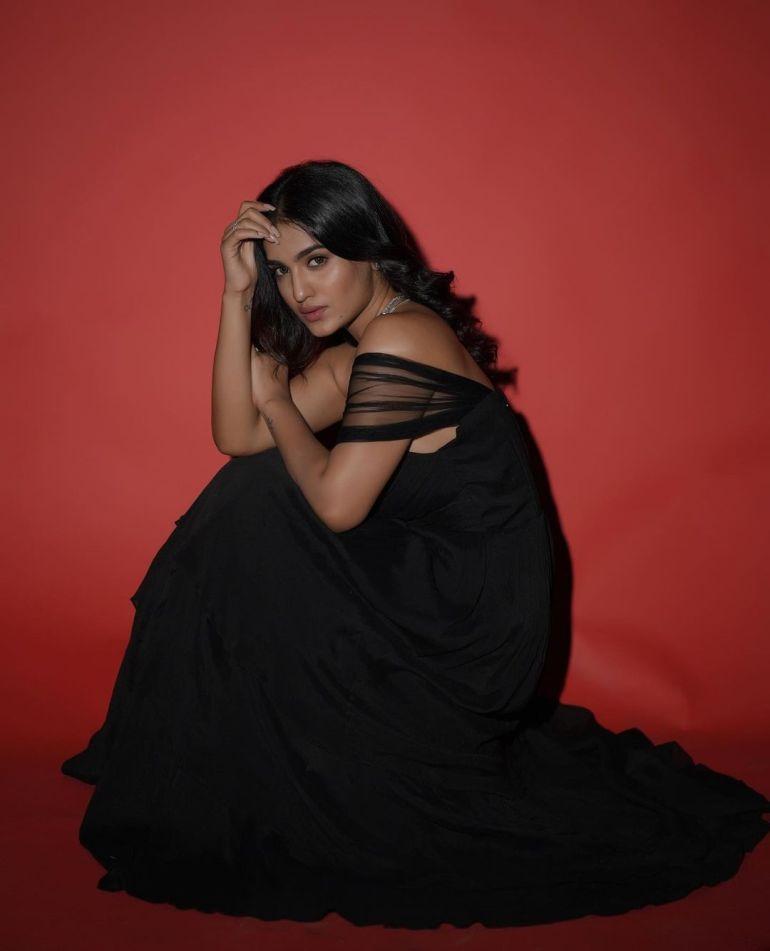 Saniya Iyappan Wiki, Age, Boyfriend, Movies, Family, Biography & beautiful Photos 25