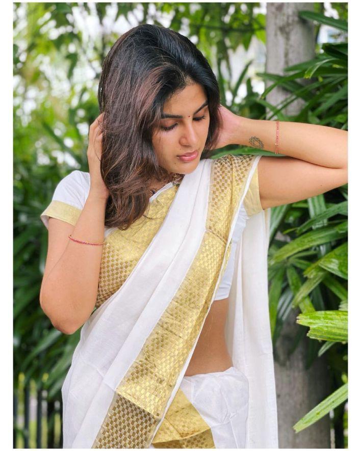Samyuktha Menon Wiki, Age, Boyfriend, Movies, Family, Biography & Gorgeous Photos 32