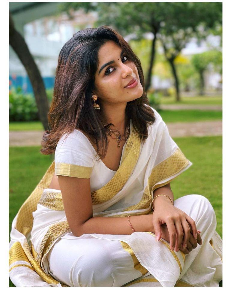 Samyuktha Menon Wiki, Age, Boyfriend, Movies, Family, Biography & Gorgeous Photos 80
