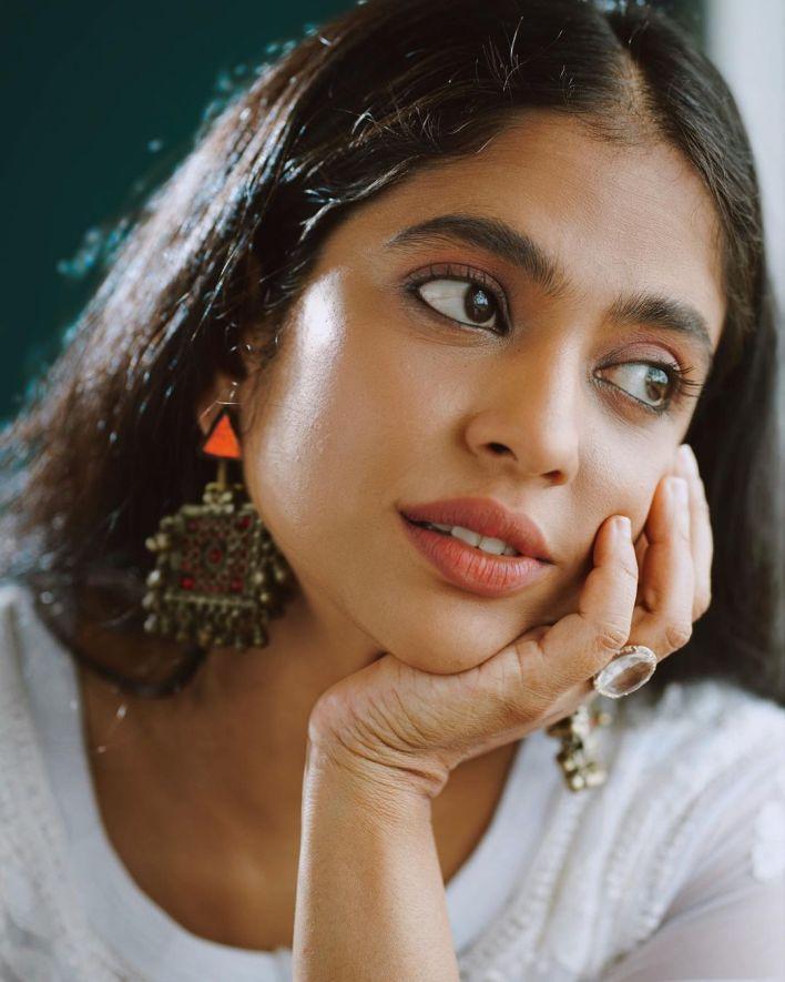 Srindaa/ Srinda 24+ Top Glamorous Photos 9