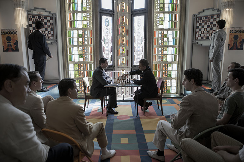 Vasily Borgov playing chess in Mexico City