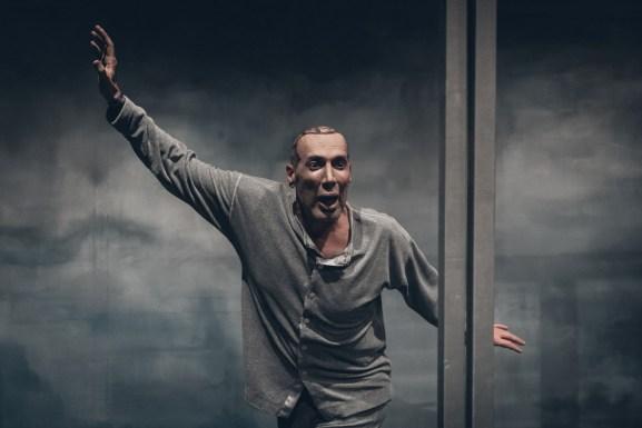 Wilson & Wilson του Έντγκαρ Άλαν Πόε με τον Νικόλα Βαγιονάκη Θέατρο Τ Από την Κυριακή 3 Ιουνίου 2018