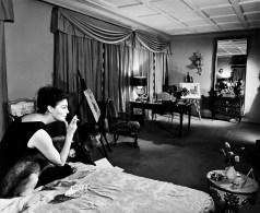 Ava Gardner al seu apartament de Madrid (55 días en Pequín)©Fons Gómez Grau. FdC