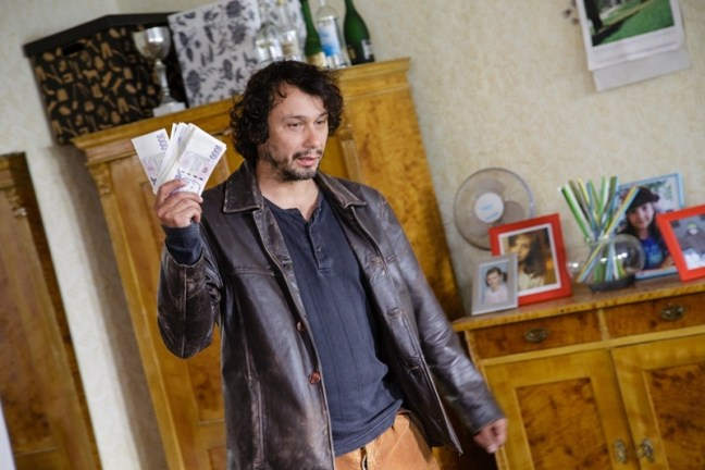 Pavel Liška přináší výdělek ze sběru vltavínů ve filmu Zloději zelených koní
