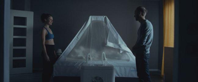 Hlavní protagonisté filmu Domesik se musí vyrovnat s přespáváním v kyslíkovém stanu