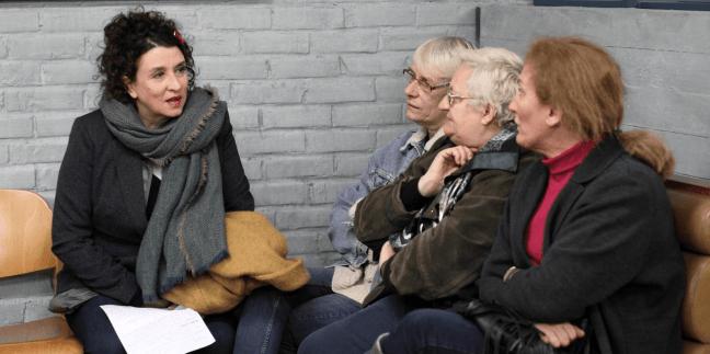 Hlavní hrdinky při společném setkání v denním centru na okraji Paříže ve filmu Neviditelné. V předpremiéře uvádí Filmové OKO Havlíčkův Brod už ve středu 12. 6. od 20:00