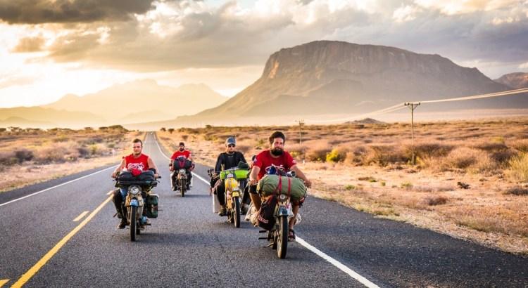 Pětice odvážných cestovatelů jede po silnici na svých motocyklech značky Jawa pionýr. Dokument Afrikou na pionýru promítáme v Klubu Oko Havlíčkův Brod ve středu 20. května od 20:00