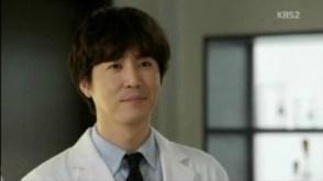 Akting bagus dari DO dan Choi Won-young sebagai the complicated antagonist