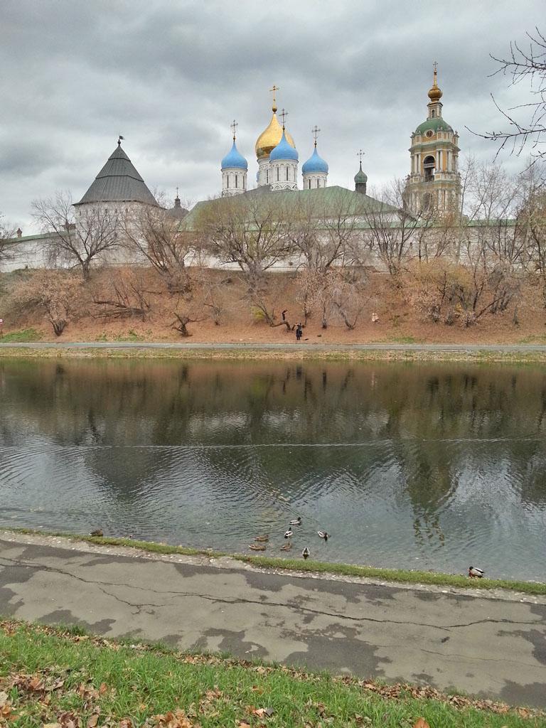#уткидня на фоне Новоспасского монастыря.
