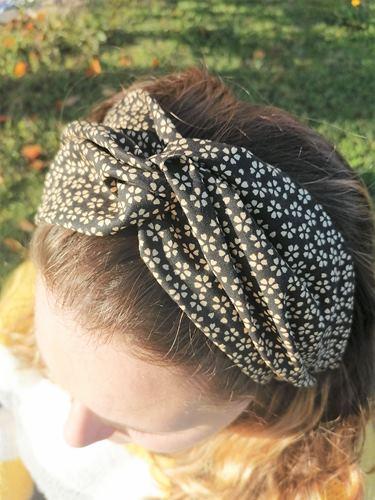 Bandeau ou foulard de tête petites fleurs myosotis noires
