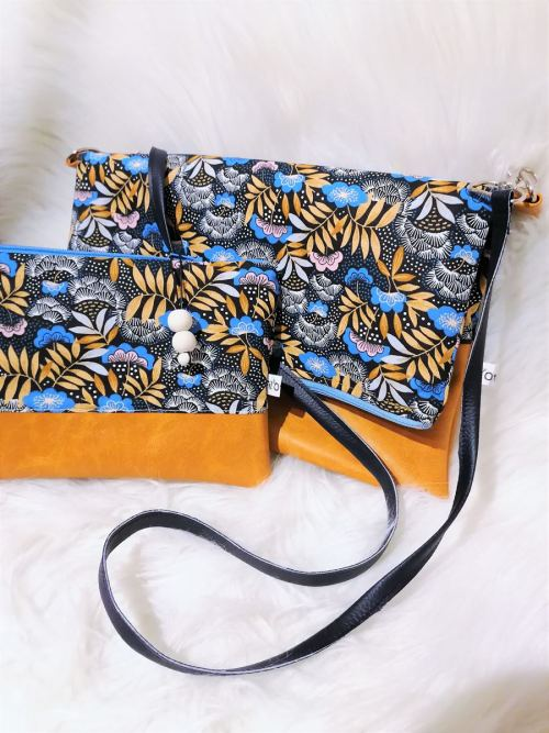 Vue profil sac et pochettes bleues