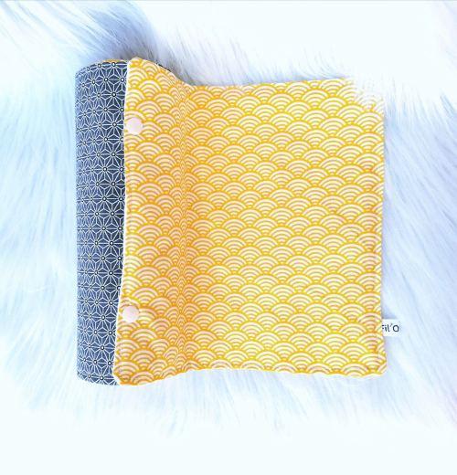 Rouleau d'essuie-tout lavable jaune et gris en feuilles