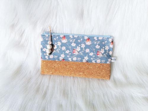 Pochette liège et tissu motifs fleurs de cerisiers et rouge-gorge