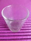 Das Teelichtglas gibt es im Handel im 3er-Pack zu erwerben.