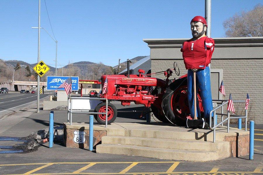 Giants along Route 66: Giant Muffler Man at Grannys Closet