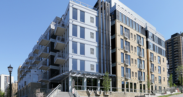 The 119-unit VUE apartment building, at 415 Oak Grove St. in Minneapolis, opened in late 2012 and is nearly full. (File photo: Bill Klotz)