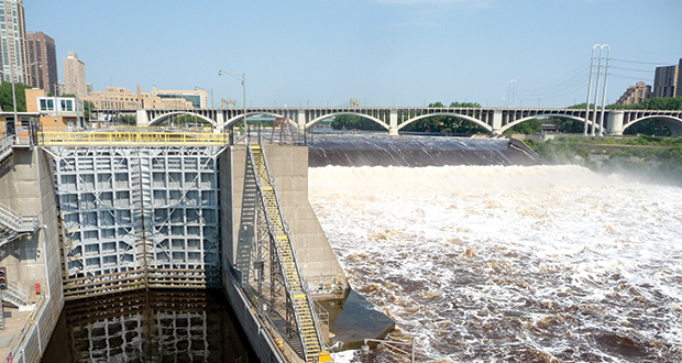 Congress has approved the closing of the Upper St. Anthony Lock in Minneapolis in order to stop the spread of invasive carp up the Mississippi River. (File photo)