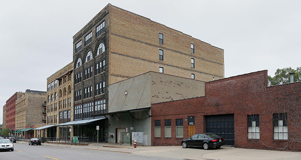 The buildings at 602 and 606 First St. N. in Minneapolis are not considered historic resources in the Warehouse District, according to city staff. The site is targeted for redevelopment into a new condominium complex. (Staff photo: Bill Klotz)