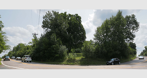 Hennepin County plans to start construction in September on a $56.1 million County Road 101 project, which includes improvements to intersections with poor sightlines like this one at Breezy Point Road in Minnetonka. (Staff photo: Bill Klotz)