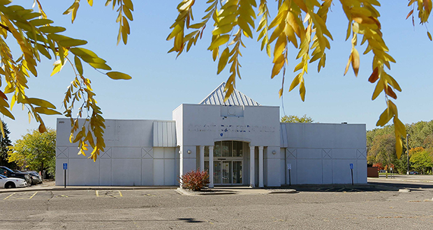 Experts say failing retail properties like this one at 5939 John Martin Drive in Brooklyn Center are a sign that the sites need to be converted to different uses, such as residential. The city's Economic Development Authority voted Tuesday to start negotiations to acquire the property. (Staff photo: Bill Klotz)