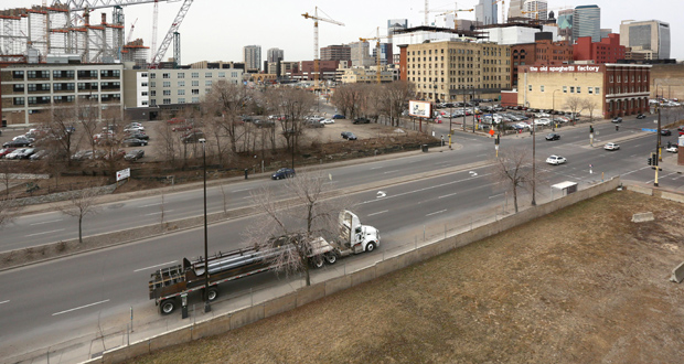 The vacant Minneapolis parcel at 800 Washington Ave. S. is a short walk from the future Minnesota Vikings stadium (left) and the Downtown East mixed-use development (background, right). (Staff photo: Bill Klotz)