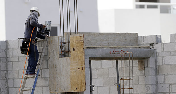 A builder works last month on the site of the Landmark community, a group of condos and townhouses built by Lennar Homes, in Doral, Florida. (AP file photo)