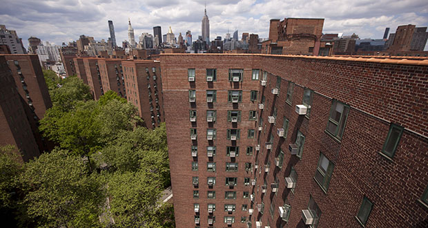 The New York City Skyline Stands Beyond Stuyvesant Town Peter Cooper Village Manhattan S Largest