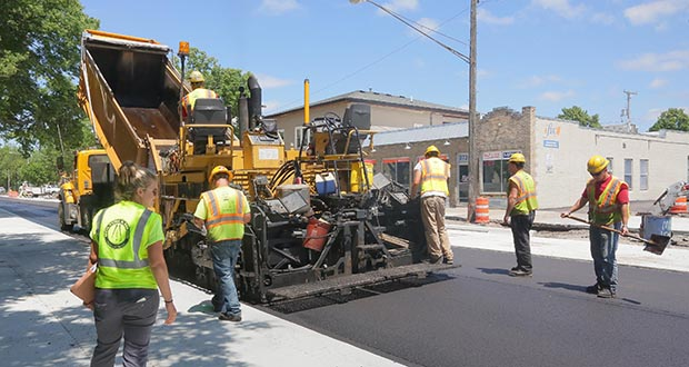 Workers lay asphalt between 34th and 38th Streets on Minnehaha Ave in south Minneapolis. Minnesota has added 4,295 construction jobs year-over-year as of May. (Staff photo: Bill Klotz)
