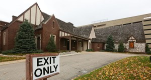 "Alatus LLC says there were no serious offers to move the Washburn-McReavy funeral home from its site at 200 Central Ave. SE in Minneapolis. The 87-year-old ""English Tudor Revival-style"" mansion is considered a contributing structure in the St. Anthony Falls Historic District. (File photo: Bill Klotz)"