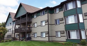 The 304-unit White Bear Woods at 4776 Centerville Road in White Bear Lake received recent upgrades to in-unit and common area amenities. (Submitted photo: CoStar)