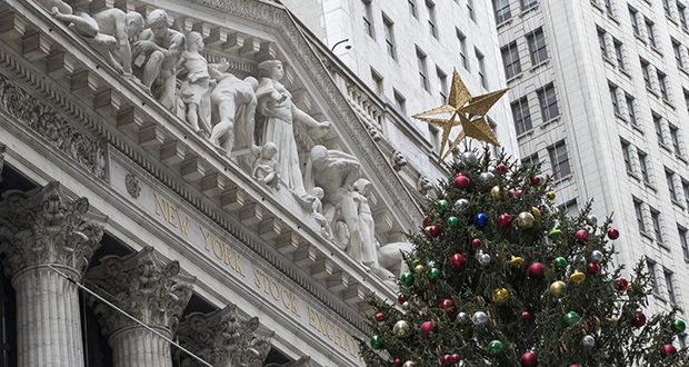 A golden star tops the Christmas tree outside the New York Stock Exchange on Nov. 30. (AP file photo)