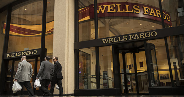 Wells Fargo, which employs more people than any other bank in the U.S., generated about $330,000 of net revenue per employee last year, sliding behind most major peers. This photo shows a Wells Fargo branch in New York in January 2017. (Bloomberg file photo)