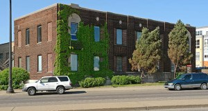 The University of Minnesota has a $1.8 million offer from a sole proprietor to purchase this building at 2642 University Ave. in St. Paul. The university has been trying to sell the building since 2015. (File photo: CoStar Group)
