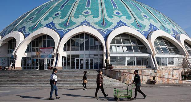 Pedestrians walk outside of Chorsu Bazaar in Tashkent, Uzbekistan, on March 2, 2018. Tashkent is the largest city in Uzbekistan. (Bloomberg file photo)