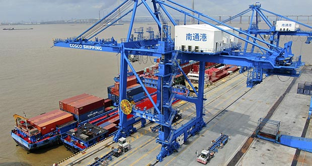 In this July 18 photo, shipping containers are loaded onto a cargo ship at a port in Nantong in eastern China's Jiangsu province. (File photo: Chinatopix via AP)