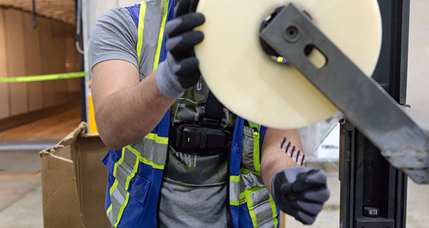 A StrongArm Fuse device is shown being worn at the Geodis fulfillment center in Breinigsville, Pennsylvania. (Bloomberg photo: Michelle Gustafson)