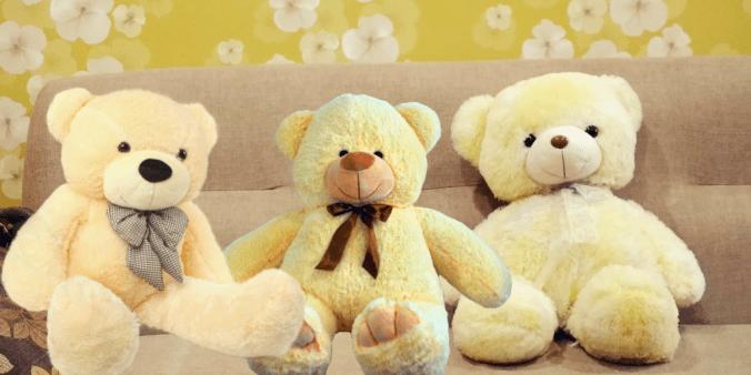 3 yellow teddies