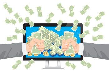 dłonie pełne dolarów przy ekranie komputera