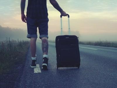 Czy warto wyjeżdżać za granicę? Koszt alternatywny