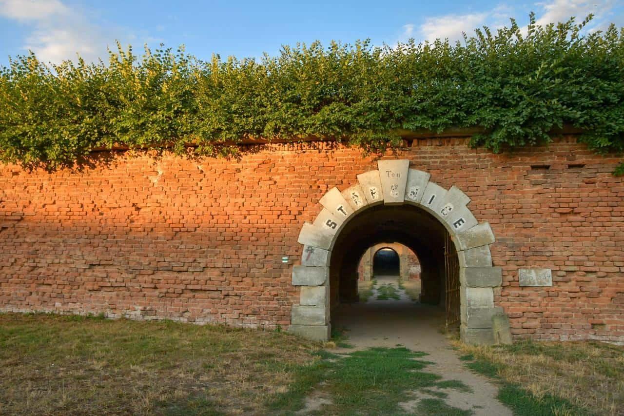 Tunnel durch die Festungsanlage