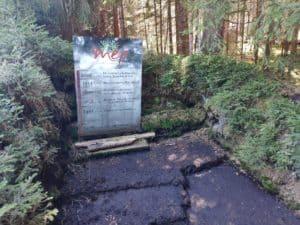 Das Torf-Becken am Moor-Erlebnis-Weg