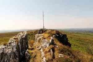 Die Antenne hinter dem Gipfel