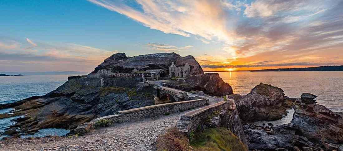 Sonnenuntergang am Fort de Capucins