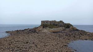 Das Fort und die kleine Landbrücke
